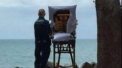 Ces ambulanciers ont emmené leur patiente voir la mer pour la dernière