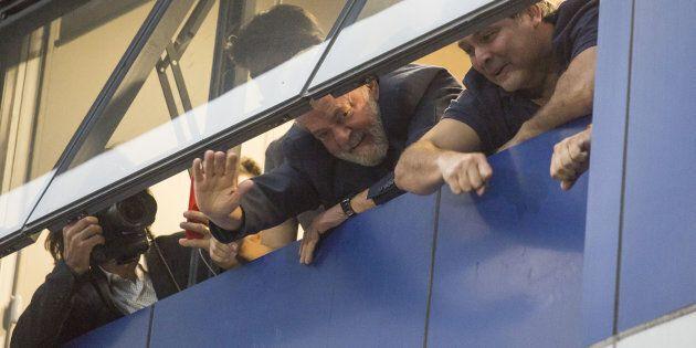 Au Brésil, Lula retranché négocie les conditions de son
