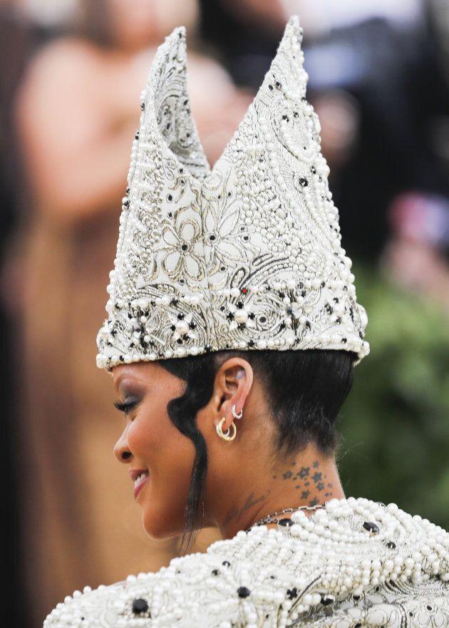 Rihanna crée la polémique lors du Met Gala