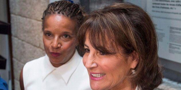 Tamara Thermitus, à gauche, devait piloter une Consultation sur la discrimination systémique et le racisme au Québec. Elle a plutôt été remplacée par un Forum sur la valorisation de la diversité et la lutte contre la discrimination.