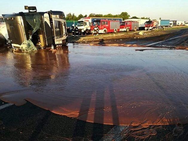 Pologne: un accident provoque un fleuve de chocolat chaud sur