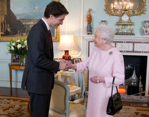 Le premier ministre Justin Trudeau rencontre la reine au palais de Buckingham, en
