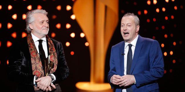 Gilbert Rozon et Bruce Hills acceptent un prix ICON aux Écrans canadiens, à Toronto, le 12 mars