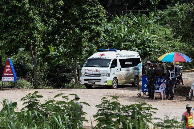 Grotte en Thaïlande: l'opération de sauvetage est un