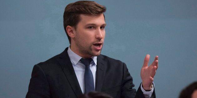 Gabriel Nadeau-Dubois tire à boulets rouges sur les libéraux et les