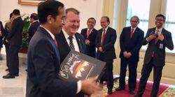 Reçu par le président indonésien, le premier ministre danois lui offre un cadeau