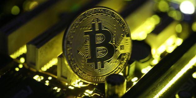 Le bitcoin franchit pour la première fois le seuil de 10 000 $