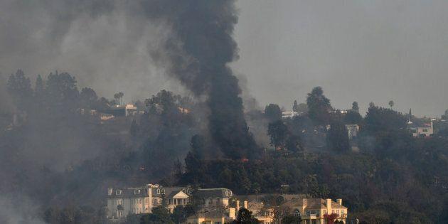 Les incendies dévastateurs ne sont toujours pas contrôlés à Los