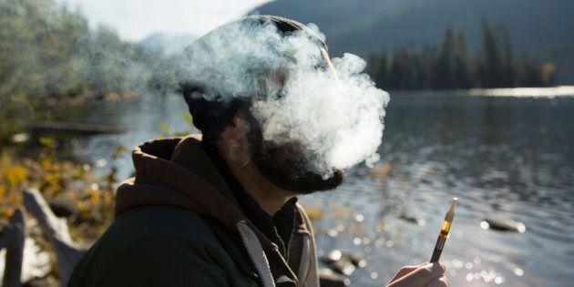 Cannabis: Des voix s'élèvent pour demander la décriminalisation de toutes les