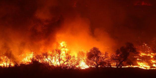 Du répit en Californie, mais les incendies progressent