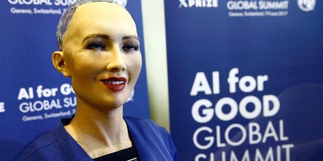 Sophia, un robot intégrant la plus récente technologie en intelligence artificielle lors d'une présentation...
