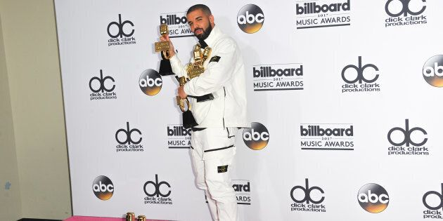 LAS VEGAS, NV - MAY 21: Recording artist Drake poses with awards in the press room during 2017 Billboard Music Awards at T-Mobile Arena on May 21, 2017 in Las Vegas, Nevada. (Photo by Allen Berezovsky/Getty Images for Fashion Media)