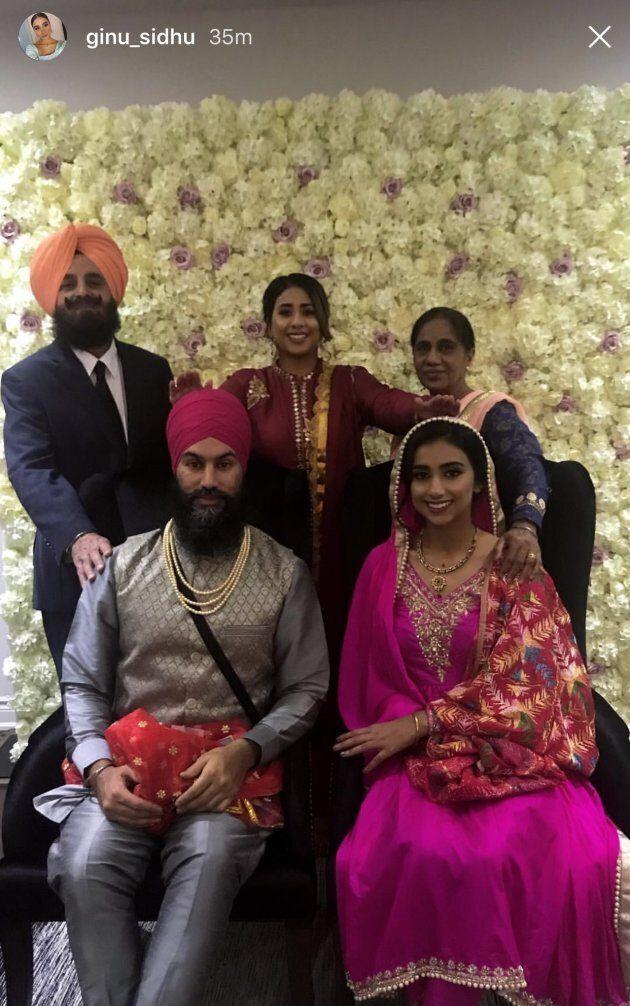 Jagmeet Singh et Gurkiran Kaur Sidhu posent pour une photo qui a été publiée sur Instagram