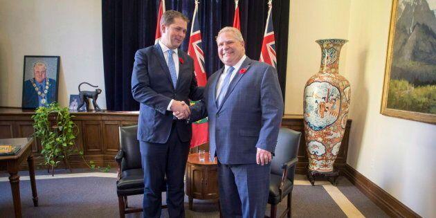 Le chef conservateur fédéral Andrew Scheer rencontrant le premier ministre de l'Ontario Doug Ford à Queen's...