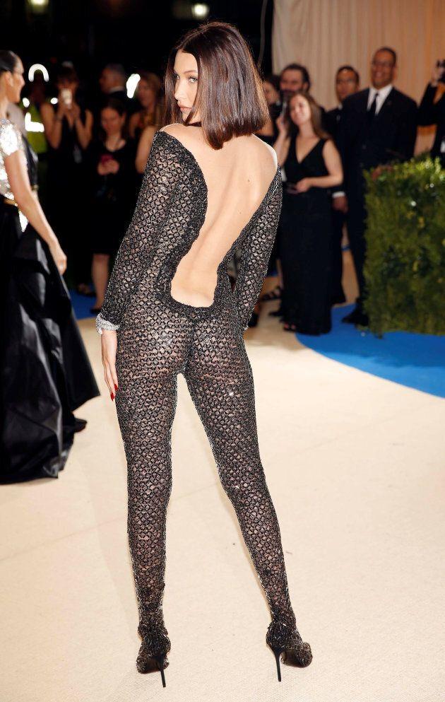 Bella Hadid avec sa combinaison ultra-moulante était l'un des looks les plus risqués du tapis rouge du...