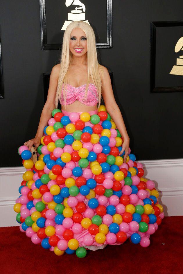 Girl Crush s'est présentée sur le tapis rouge des Grammys avec une véritable piscine à