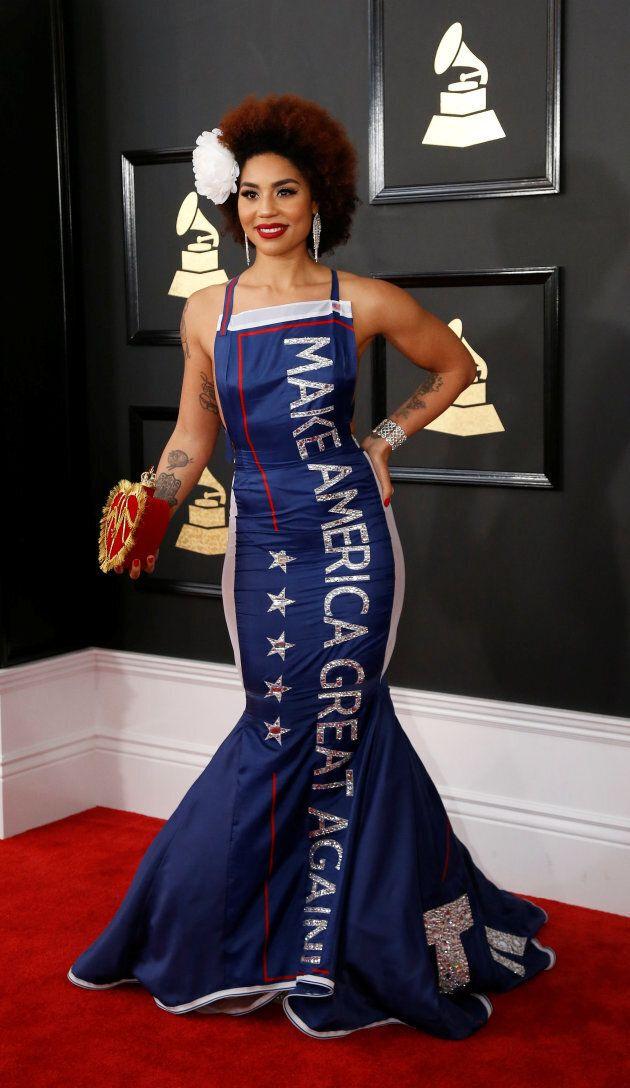 Joy Villa a sans nul doute voulu profiter du tapis rouge des Grammys Awards pour prendre position politiquement...