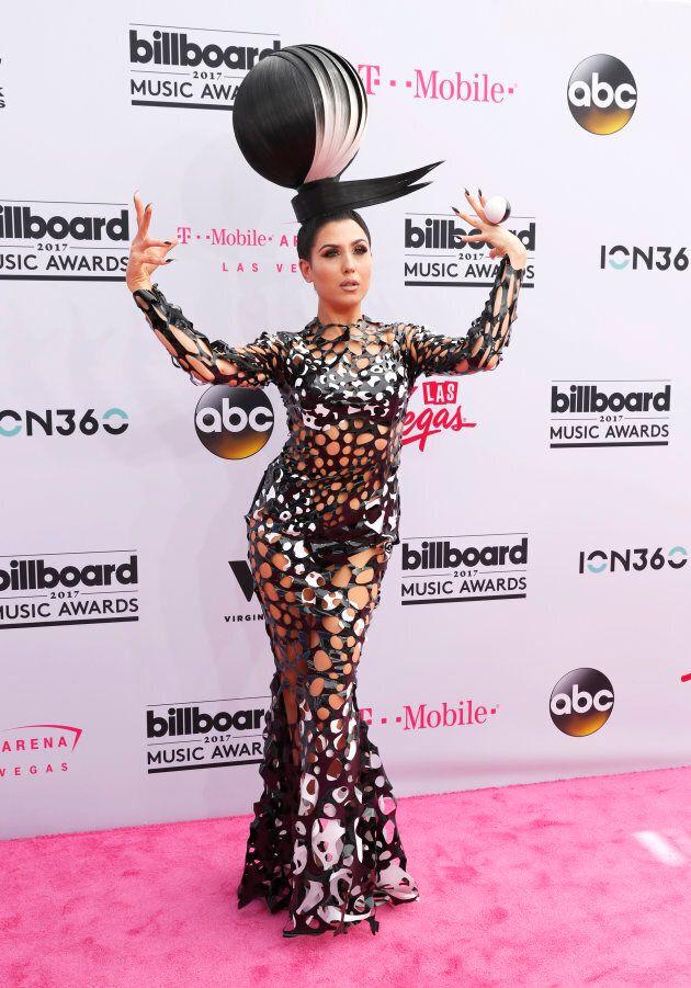 Z LaLa s'est présenté au Billboard Music Awards avec une robe filet, comme pour sensibiliser au plastique...