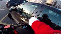 Un père Noël poursuit une conductrice en délit de