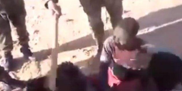 Une vidéo de soldats forçant des enfants migrants à se frapper suscite stupeur et