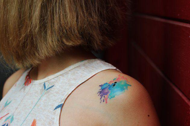 Maude Piché a un tatouage représentant un point-virgule sur son épaule, qui signifie que malgré tout ce qu'elle a traversé, son histoire n'est pas terminée, en l'honneur du projet Semicolon.