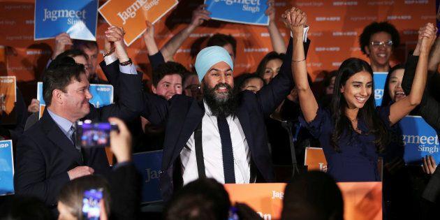 Jagmeet Singh (centre) a indiqué qu'il sera au Québec la semaine prochaine pour présenter un plan pour...
