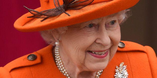 Dans son message de Noël, la reine rend hommage aux victimes