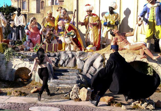 Au Vatican, trois féministes s'introduisent au sein de la crèche de