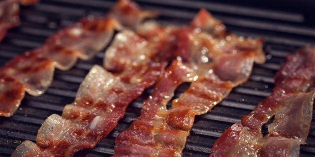 Manger trois tranches de bacon par semaine pourrait augmenter le risque de cancer du sein chez les femmes