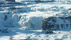 Un spectacle hivernal magnifique, les chutes du Niagara partiellement