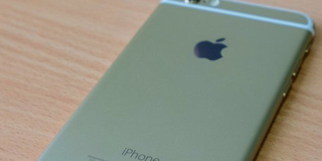 Apple s'excuse pour ses batteries et baisse le coût du