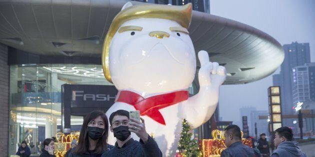 Du coq au chien, nouvelle statue pour Trump en