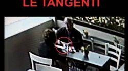 Nel video dei carabinieri la consegna della tangente a