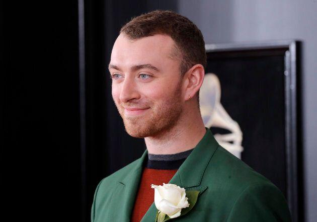 Voici pourquoi les stars portent une rose blanche aux Grammy Awards