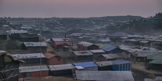 Un camp de réfugiés rohingyas au
