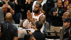 LeBron James, 7e joueur dans l'histoire à marquer 30 000