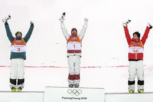 Matt Graham de l'Australie, Mikaël Kingsbury du Canada et le Japonais Daichi