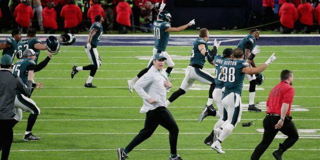 Les Eagles battent les Patriots 41-33 pour remporter le 52e Super