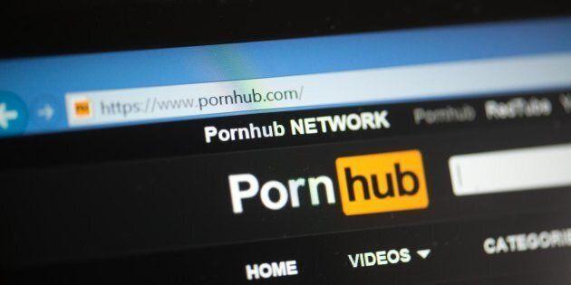 Pornhub se débarrasse des faux pornos créés par de l'intelligence