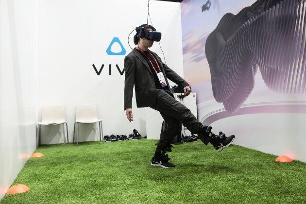 Réalité augmentée, objets connectés et vision à travers les murs sont présentés au Congrès mondial de...