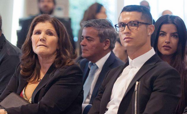 La madre de Cristiano Ronaldo la lía con la última imagen que ha subido a