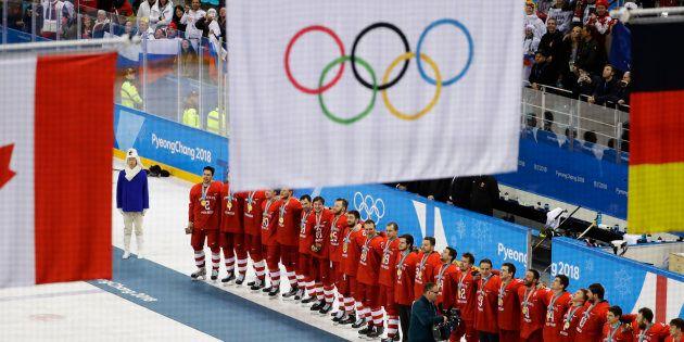 L'équipe masculine de hockey des Athlètes olympiques de Russie a remporté l'or sous le drapeau