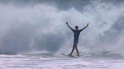 Voyez ce jeune surfeur réussir un exploit