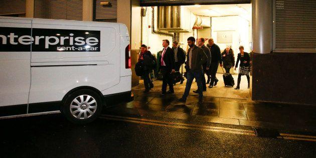 Les services policiers britanniques ont enquêté vendredi chez Cambridge