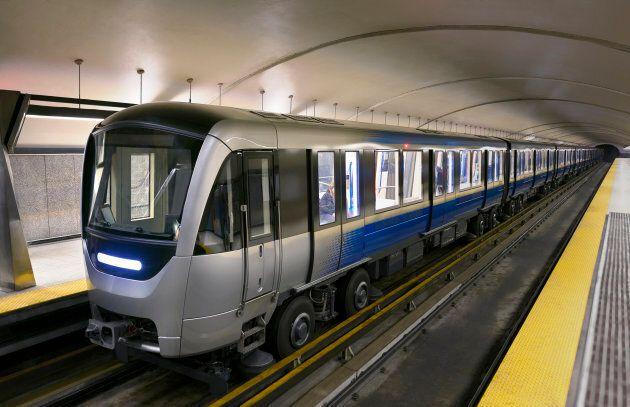 Les nouveaux wagons Azur dans le métro de Montréal.