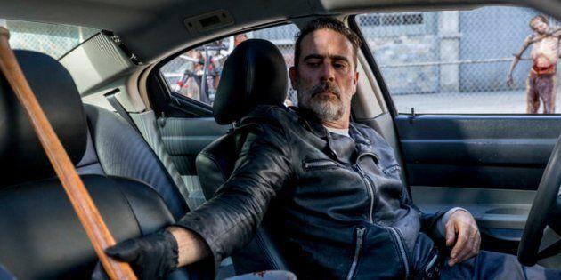 «The Walking Dead» saison 8 episode 12, Negan trempe son bâton dans du sang de