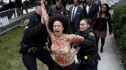 Une manifestante seins nus tente d'attaquer Bill