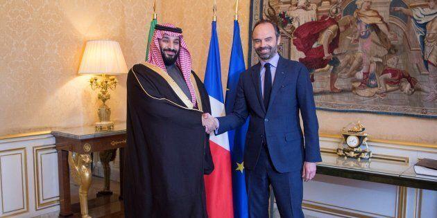 Le prince héritier saoudien Mohammed ben Salmane rencontre le premier ministre français Édouard Philippe,...