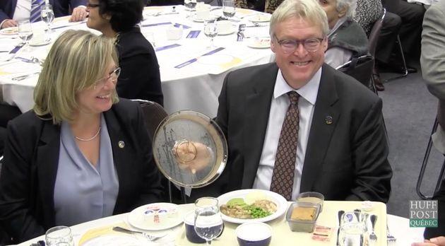 Gaétan Barrette avait invité les journalistes à venir déguster les nouveaux repas offerts dans les CHSLD...