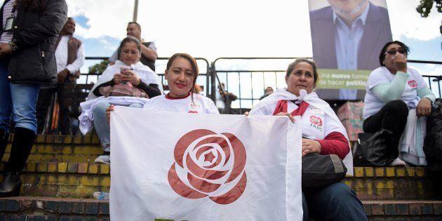 L'entrée de deux femmes ex-combattantes des Forces armées révolutionnaires de Colombie (maintenant le...